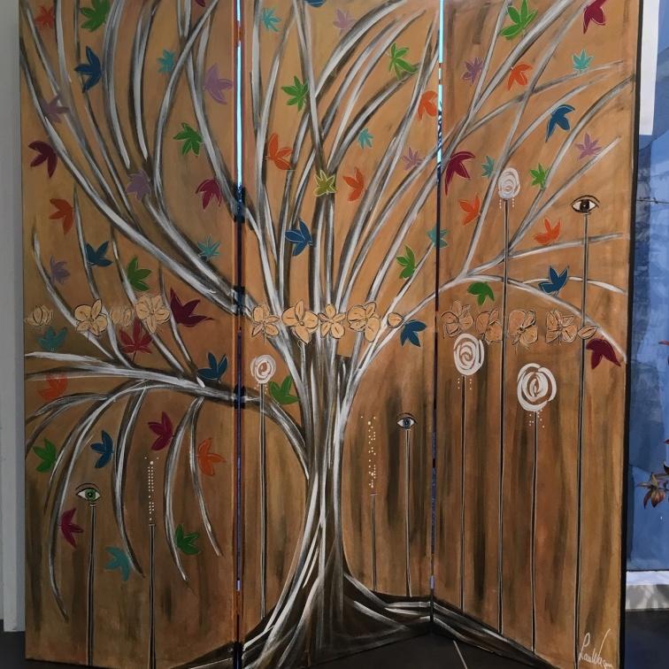 Arbre de Vie / LauWagon . Paravent . 150 x 150 cm . Acrylique, broderies . 2 500€